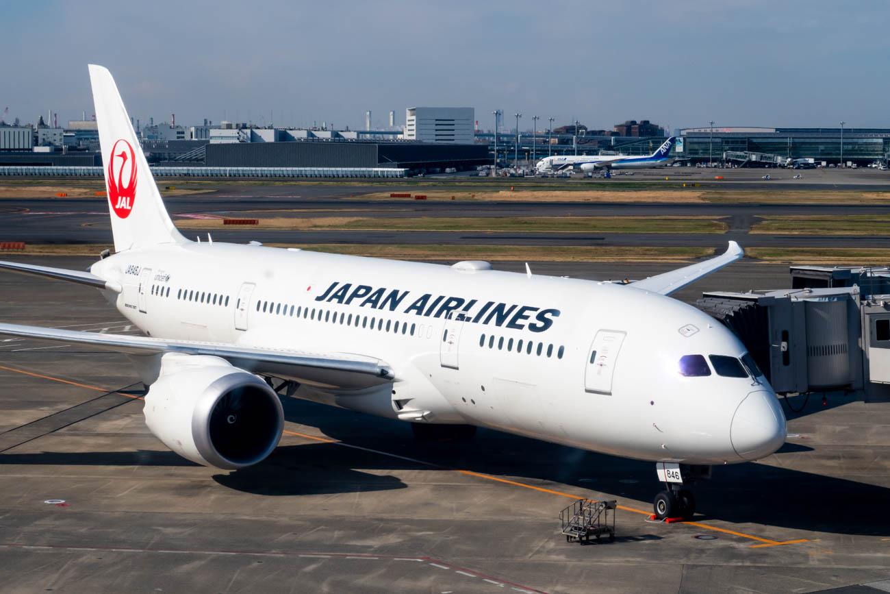 JAL 787 at Tokyo Haneda