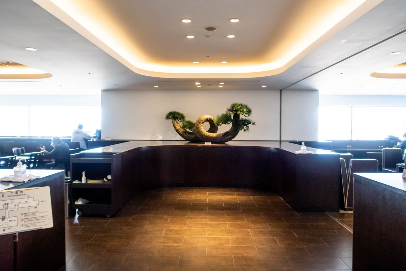 JAL Diamond Premier Lounge Haneda Bonsai