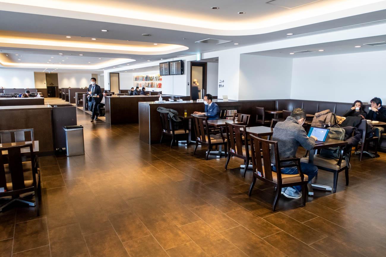 JAL Diamond Premier Lounge Haneda Dining Area